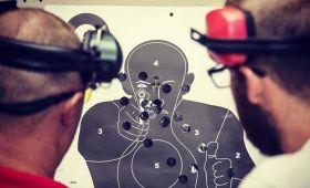 střelba ze zbraní